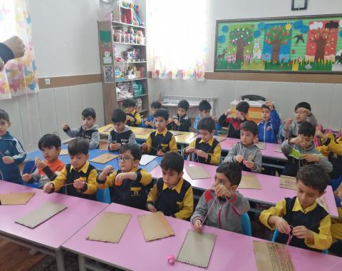 کلاس خانم شبانی و آموزش گلیم بافی