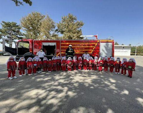 کلاس آموزش آشنایی با آتش نشانی برای نوگلان عزیز
